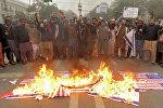 Пакистанцы сжигают флаг США в г. Лахор, Пакистан
