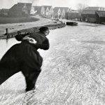 Фигуристка в костюме. Нидерланды, январь 1933 года. Архивное фото