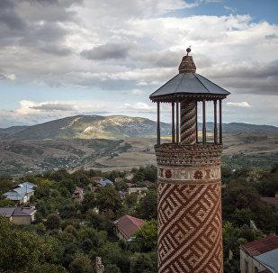 Минарет мечети, пострадавшей в ходе войны, город Шуши, Нагорный Карабах.