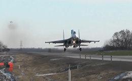Боевые самолеты приземлились на шоссе под Ростовом