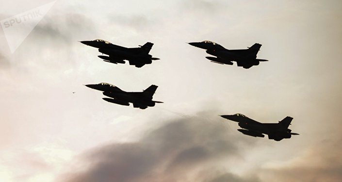 Истребители F16 турецких военно-воздушных сил. Архивное