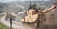 Турецкий военный конвой прибывает на турецко-сирийскую границу (21 января 2018). Провинция Килис, Турция.