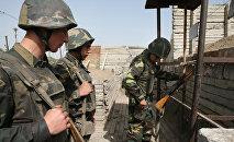 Военнослужащие армии Нагорного Карабаха перед заступлением на боевое дежурство.