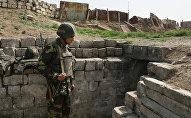 Военнослужащий армии Нагорного Карабаха на боевом посту.