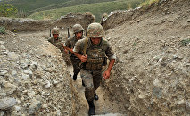 Армянские военнослужащие на позициях