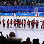Мужская сборная России пришла поддержать девушек, но это не помогло обыграть канадок.