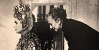 Айрин Шарафф с Элизабет Тейлор во время примерок костюмов фильма Клеопатра