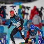 Немецкий биатлонист Эрик Лессер при подходе к стрельбищу гонки преследования среди мужчин (12 февраля 2018). Пхенчхан, Южная Корея