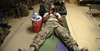 Солдат со смартфоном