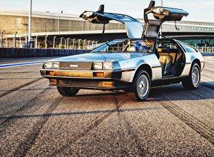 Автомобиль DeLorean DMC-12 из культового фильма Назад в будущее