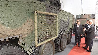 Министр обороны Азербайджана генерал-полковник Закир Гасанов принимает участие на международной выставке оборонной промышленности MSPO - 2017