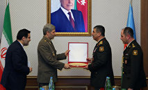 Министр обороны Азербайджанa Закир Гасанов встретился с Министром обороны и поддержки Вооруженных сил Ирана Амиром Хатеми