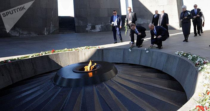 Глава Комитета Госдумы по международным делам Константин Косачёв в Цицернакаберде (13 марта 2018). Ереван