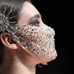 Модель демонстрирует одежду из новой коллекции Ye.s Couture by Yegana Sadyxova в рамках Mercedes-Benz Fashion Week Russia.