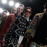 Модели демонстрируют одежду дизайнера MAXHOSA BY LADUMA во время показа коллекции одежды Africa Explosion - мода и дизайн Южной Африки в рамках Mercedes-Benz Fashion Week Russia