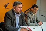 Координатор сайта военных новостей razm.info Карен Вртанесян и эксперт Тарон Оганесян