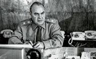 Маршал инженерных войск СССР Сергей Христофорович Аганов в рабочем кабинете