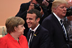 Президент Франции Эммануэль Макрон, канцлер Германии Ангела Меркель и президент США Дональд Трамп во время встречи G20 /7 июля 2017/. Гамбург, Германия