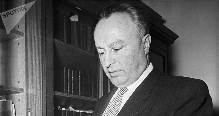 Академик Академии наук СССР Анушаван Агафонович Арзуманян.