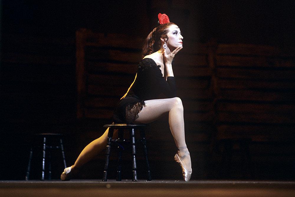 Майя Плисецкая в роли Кармен в сцене из балета Родиона Щедрина «Кармен-сюита», основанного на опере Жоржа Бизе, в Большом театре. 1971 год