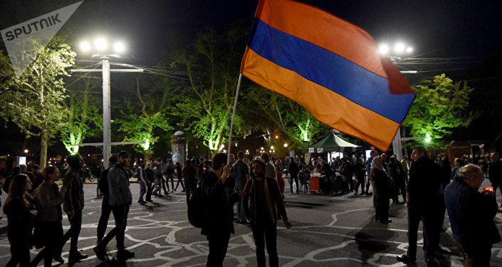 Участники акции вЕреване нападают наполицейских— милиция Армении