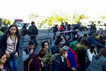 Активисты акции протеста Мой Шаг начали блокировать движение в центре города (16 апреля 2018). Улица Абовяна, Ереван