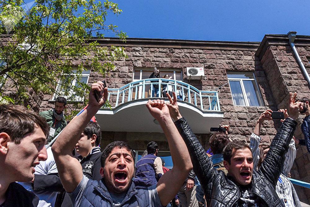Ситуация на улице Ханджян (16 апреля 2018). Ереван