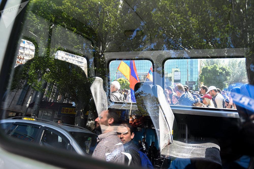 Активисты на улице Тигран Мец (17 апреля 2018). Ереван
