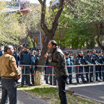 Полиция заблокировала проход на улицу Мелика Адамяна (17 апреля 2018). Ереван