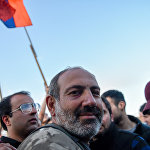 Лидер оппозиционной фракции Елк Никол Пашинян на площади Республики (17 апреля 2018). Ереван