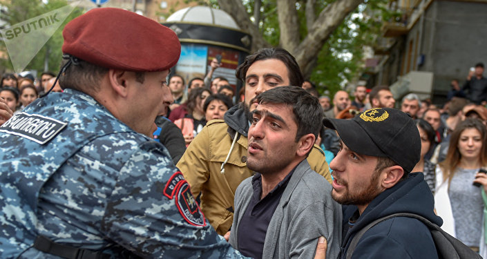 ВЕреване продолжаются акции протеста