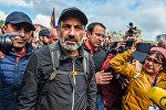 Лидер оппозиционной фракции Елк Никол Пашинян на площади Республики (22 апреля 2018). Ереван