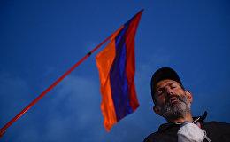 Лидер оппозиционной фракции Никол Пашинян во время митинга на площади Республики (23 апреля 2018). Ереван