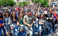 Шествие протестующих на улице Амиряна (25 апреля 2018). Ереван
