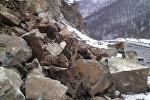 Камнепад на дороге