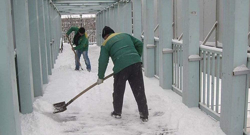 Очистка снега в Ереване
