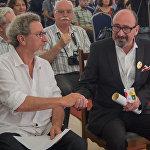 Робер Гедикян и Арутюн Хачатрян после церемонии награждения в Эчмиадзине