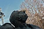Памятник Арно Бабаджаняну