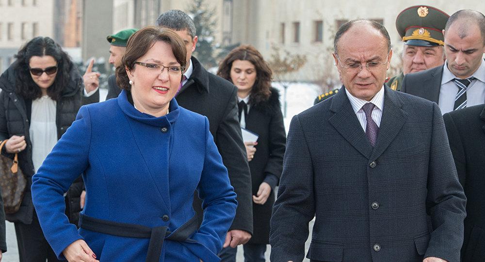Министры обороны Армении и Грузии Сейран Оганян и Тинатин Хидашели