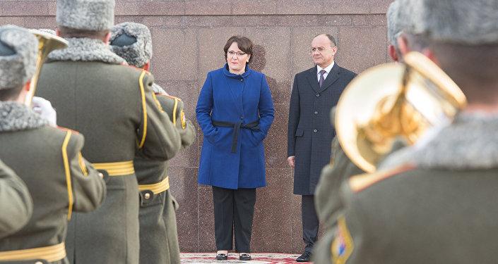 Министры обороны Армении и Грузии Сейран Оганян и Тинатин Хидашели подписали в понедельник договор о военном сотрудничестве на 2016 год