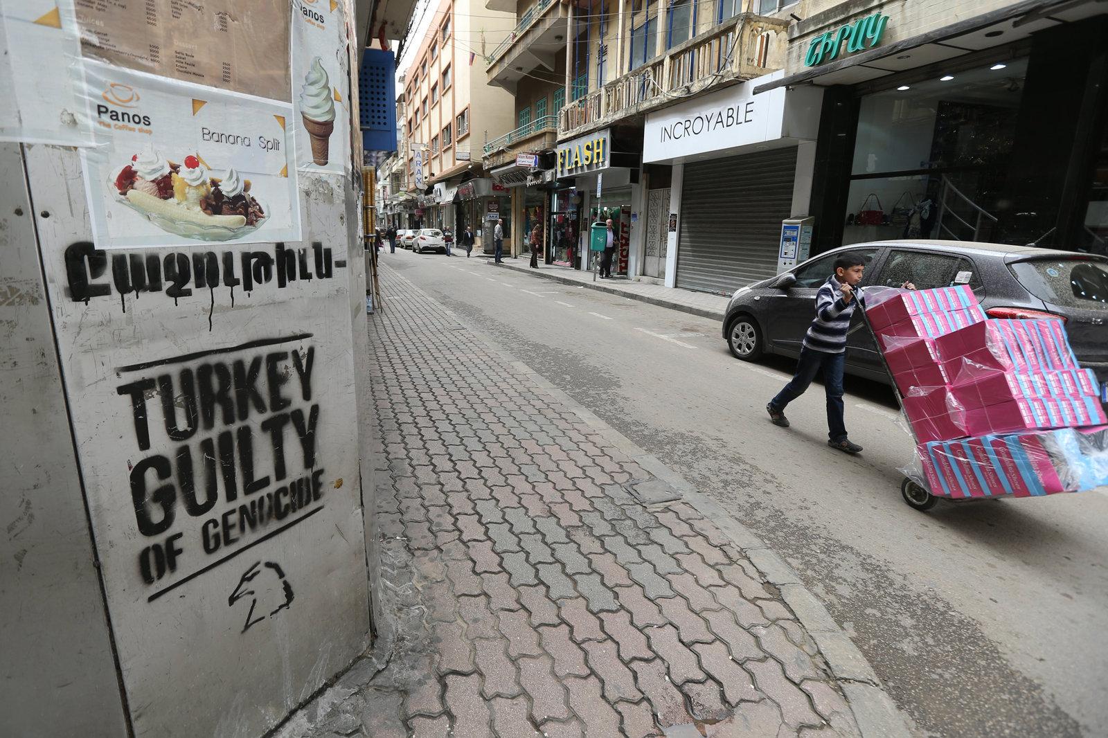 Улица ливанского города Бурдж Амуд или Маленькая Армения как ее часто называют