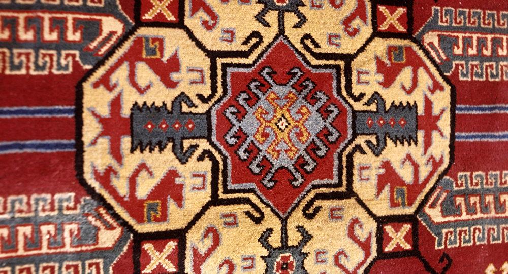 Национальный орнамент армянского ковра