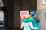 Туристы из Ирана  фотографируются в Ереване