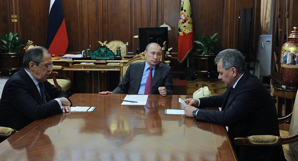 Президент РФ В. Путин встретился с министрами иностранных дел и обороны С. Лавровым и С. Шойгу