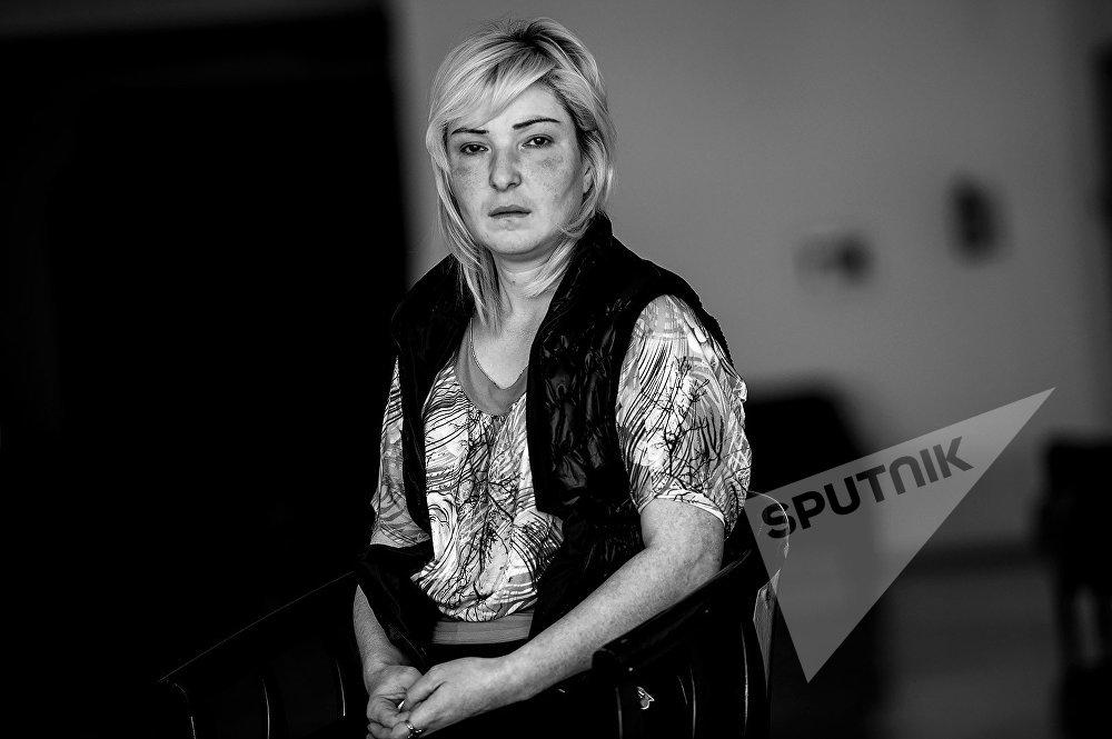 Поздно ночью с 1 на 2 апреля Зина с матерью проснулись оттого, что неразорвавшийся снаряд влетел в их дом. Их и еще несколько человек не успели эвакуировать, когда за село Талыш начались кровопролитные бои. Она вместе с матерью прожила несколько дней в подвале одного из домов. Во время одного из взрывов рядом с подвалом собственного дома, Зина получила сотрясение мозга.