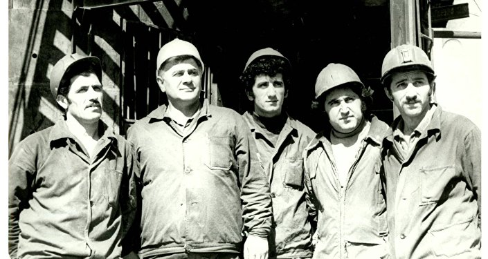 Группа строителей станции им. Ленина, 1980 год (Площадь Республики)