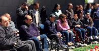 Люди с инвалидностью возложили цветы в Цицернакаберде