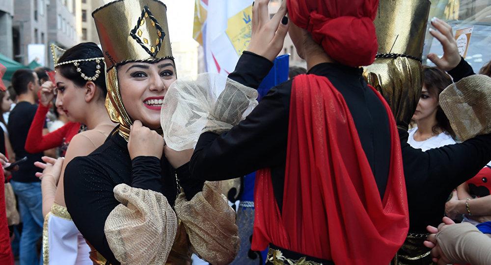 Одежда армянских дизайнеров покорила Париж