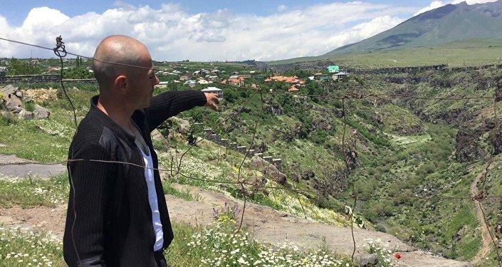 У армянских богачей есть специальный лифт для спуска в ущелье