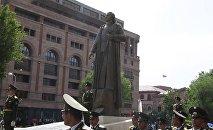 В Ереване открылся памятник армянскому военному и государственному деятелю Гарегину Нжде
